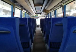 A bordo dei bus per l'aeroporto