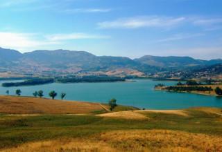 Un picnic sulle sponde del lago di Piana degli Albanesi