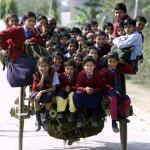 In India si va a scuola su un carretto