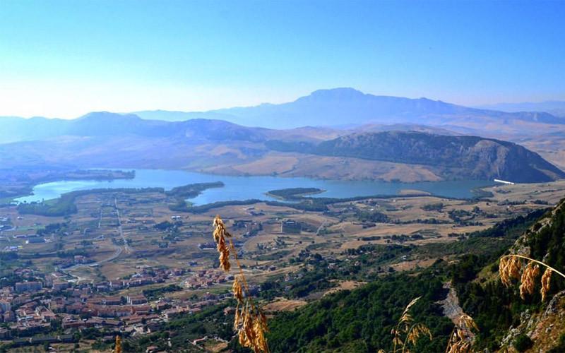 Visita la Sicilia a piedi (e un po' in bus)