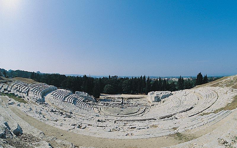 Il teatro greco di Siracusa, là dove le favole si ascoltano al tramonto